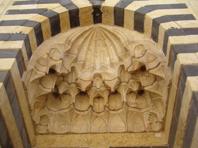 iwan puerta exterior de Sala de audiencia o salon del Trono en la Torre de entrada ayubí Ciudadela de Alepo Siria 57