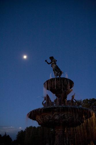 blue cloud moon fountain minnesota clemens mapped munsingergarden gardenparkst
