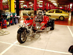 Moto de 3 ruedas en Plaza Norte 2