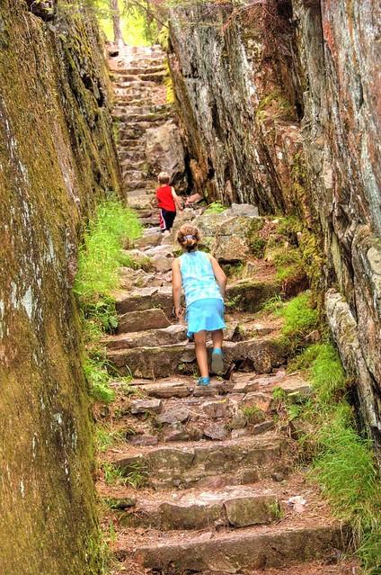 kids_stone_steps