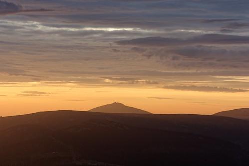 krkonoše snìžka karkonosze východslunce sunrise sky clouds riesengebirge oblačnost sněžka