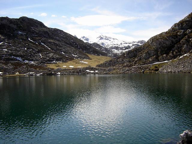 La belleza del lago Enol (Picos de Europa, Asturias)