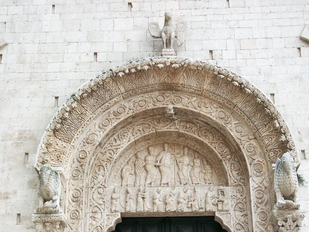 Bitonto cattedrale sopra porta