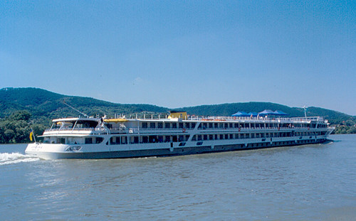Cruise Ship on Danube | by roger4336