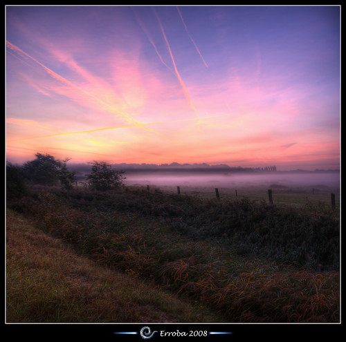 mechelen sunrise mist pink red yellow orange green grass fields fence hetbroek belgium belgië belgique canon 400d rebel xti hdr 3xp tripod remote sigma 1020mm photomatix tonemapping tonemapped photoshop cs3 tips erroba erlend robaye erlendrobaye vertorama panorama infinestyle nextweekiwillbeaway inparisversailles