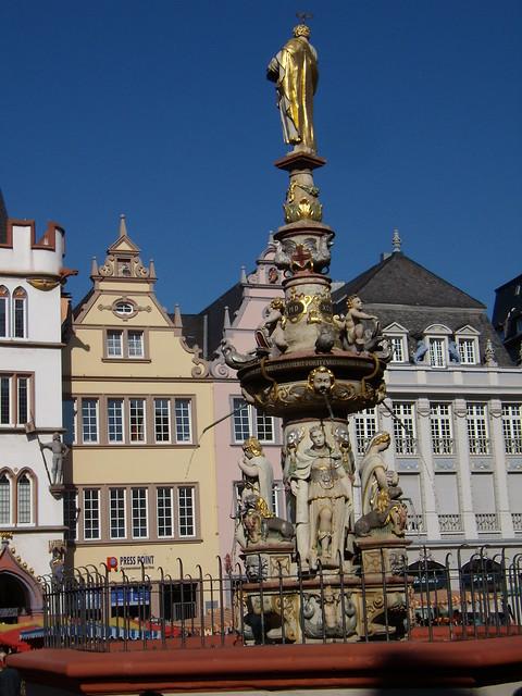 Trier - Marktbrunnen mit 4 Tritonen