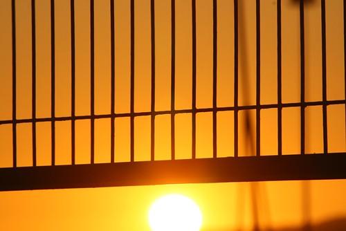 El Sol huye de esta prisión   by Contando Estrelas