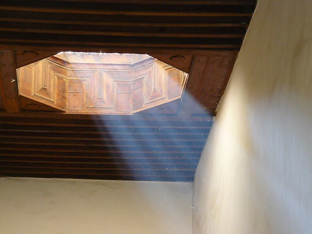 Luz desde un techo en Marrakech