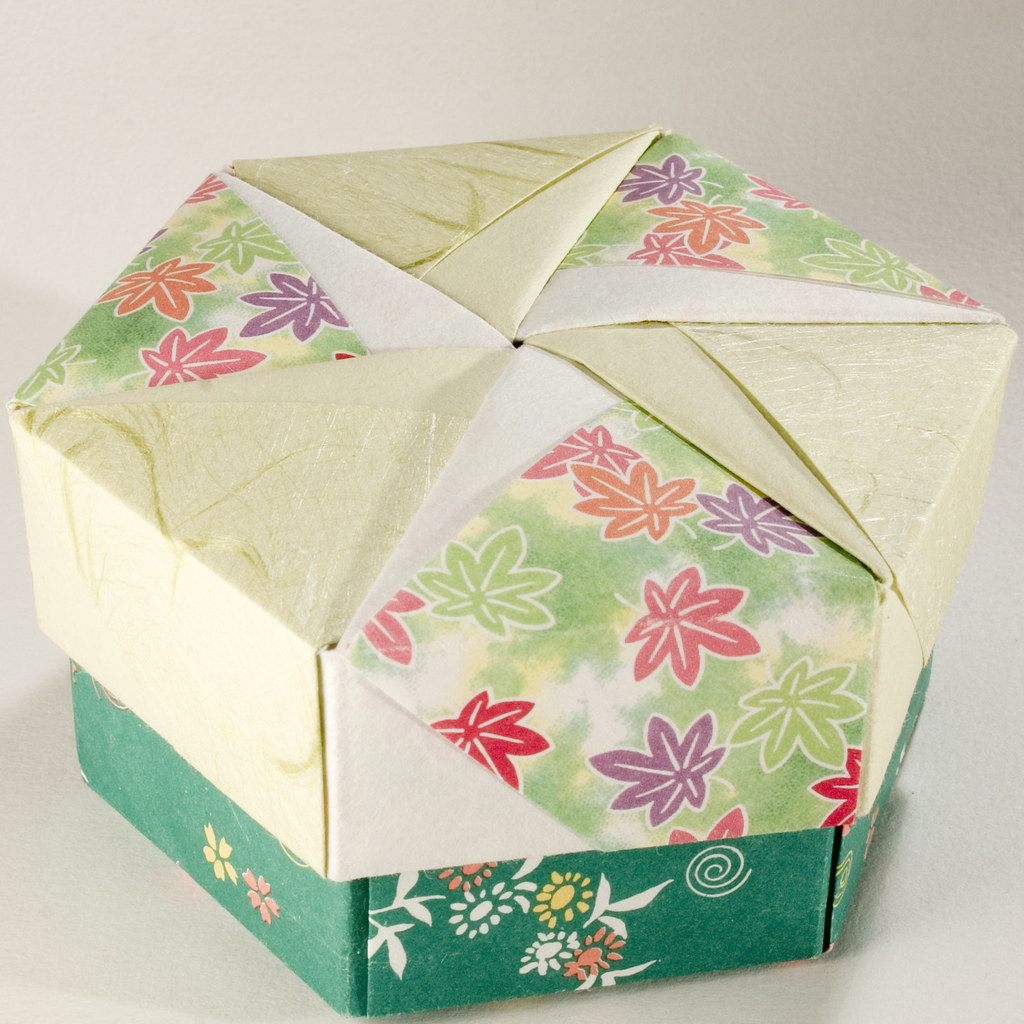 Looking for an unusual gift box, check out these cute paper ... | 1024x1024