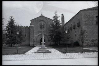 P30T> Santa María de Valbuena. Iglesia y cruz de piedra