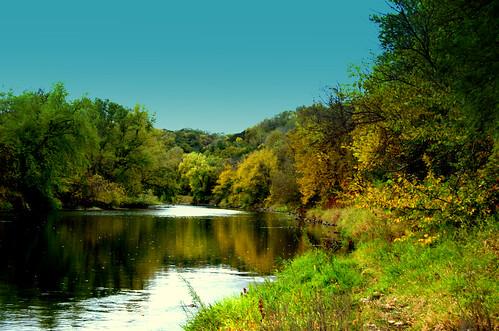 autumn fall leaves fallcolor fallcolors autumncolor cannonfalls cannonriver welshvillage