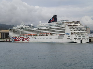 Norwegian Cruise Lines Pride of America in Honolulu harbor | by Joel Abroad
