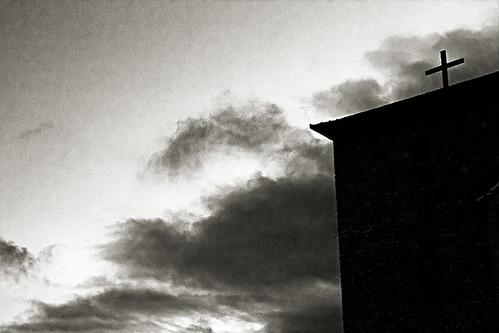 nubes et crucem
