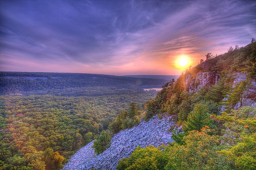 autumn cliff fall nature wisconsin midwest september hdr quartzite devilslake baraboo dropoff photomatix barabooquartzite crispair canon450d purplequartzite