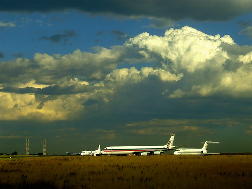 sunset southafrica geotagged aircraft finepix airports stormysky gauteng highveld transvaal s5600 fujicameras ortambointernational highveldstorm geo:lat=26142032 geo:lon=28245163