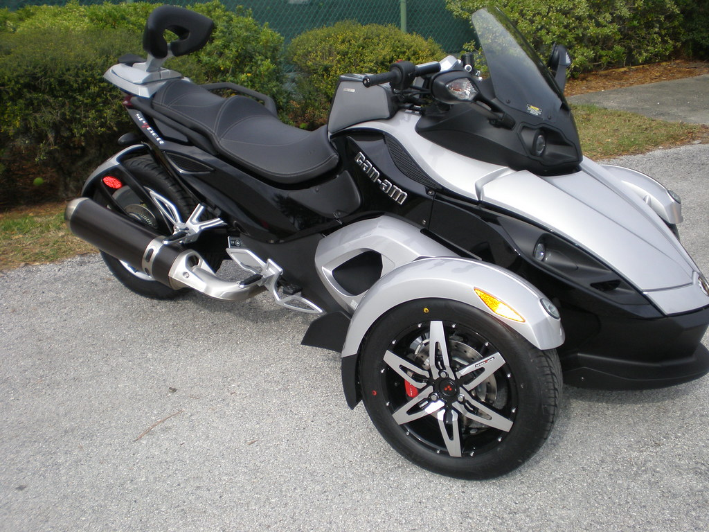 Can Am Spyder Roadster >> Silver Can Am Spyder Roadster Astaylor Flickr