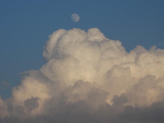 Mond über d. Wolken