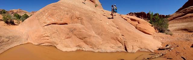 """Premier obstacle... la mare entre deux """"rochers"""""""