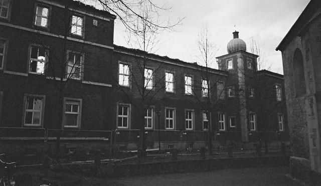 Kloster Abbruch - nur die denkmalgeschützte Aussenfassade bleibt erhalten - I shot film