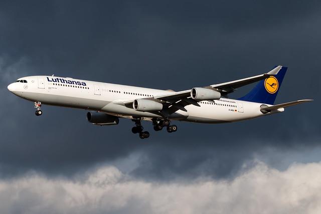 Lufthansa Airbus A340-313 D-AIGL