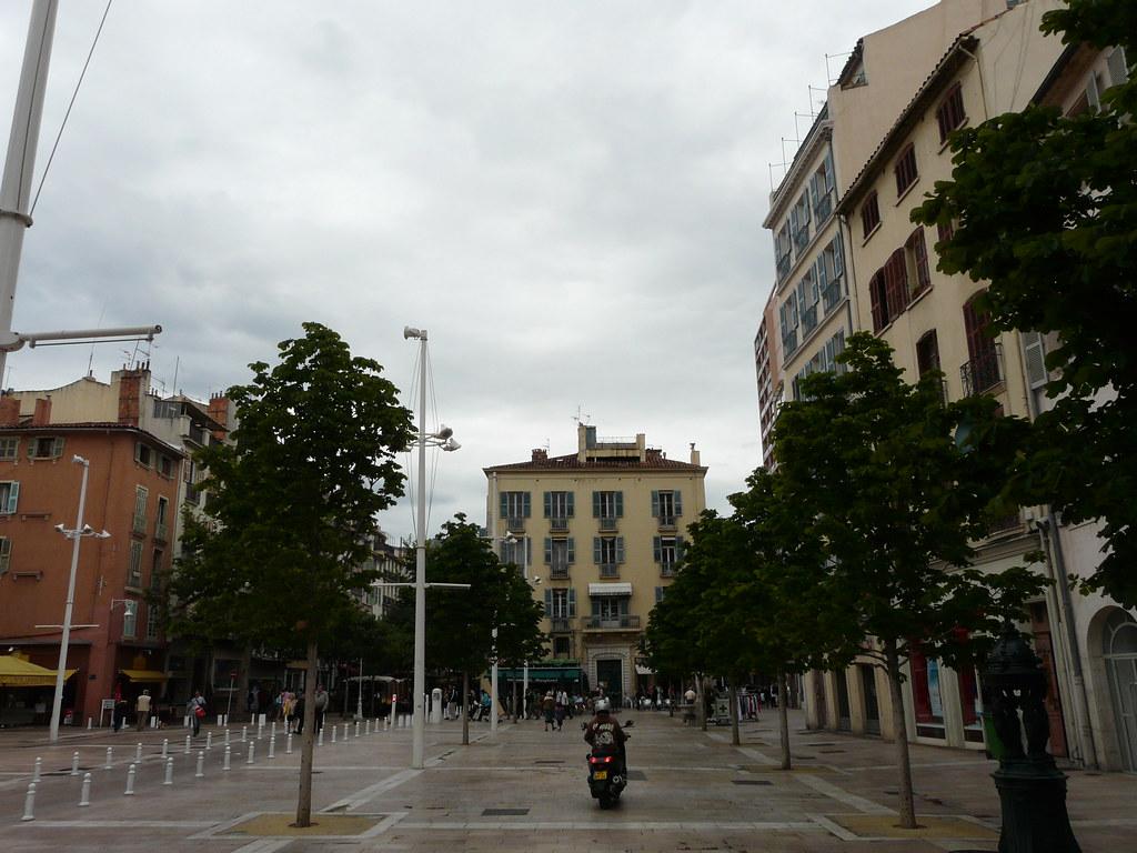Dans Toulon...