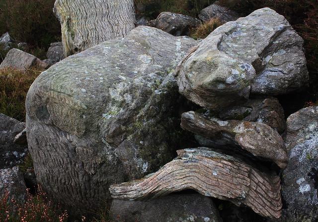 Banding in a metamorphic rock called psammite/pelite, Crei