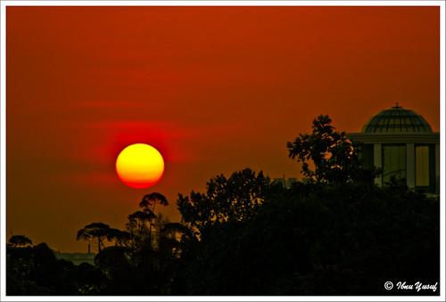 sunset red orange sun yellow searchthebest sundown silhouettes malaysia a200 selangor shahalam blueribbonwinner section12 sonydslr mywinners abigfave diamondclassphotographer flickrdiamond ibnuyusuf mysonia grouptripod