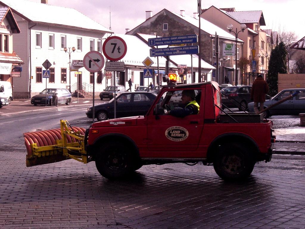 Niespodziewany atak zimy zaskakuje drogowców ... znowu / Sudden assault of winter surprises the roadmen ... again