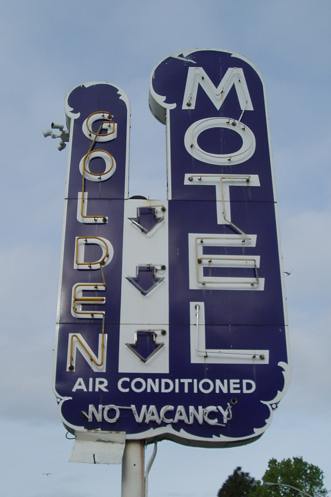 Golden Motel - 1917 West Capitol Avenue, West Sacramento, California U.S.A. - March 28, 2008