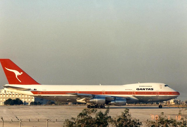 QANTAS AIRWAYS-MARTINAIR 747-200 PH-MCF(cn712)