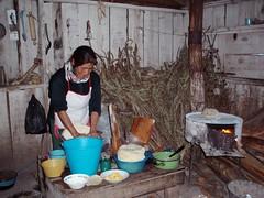 Preparando las tortillas; Las Canoas, Durango, Mexico