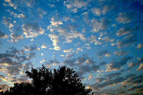 clouds sunrise canon landscape irfanview naturesfinest canonefs1855mmf3556 xti justclouds 400d canon400d ourplanet freewarephotoeditors
