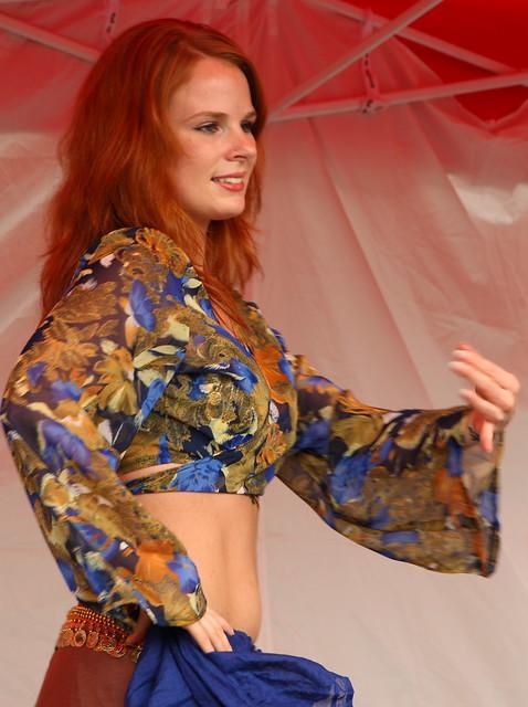 Jennifer, a lovely dancer (042a)