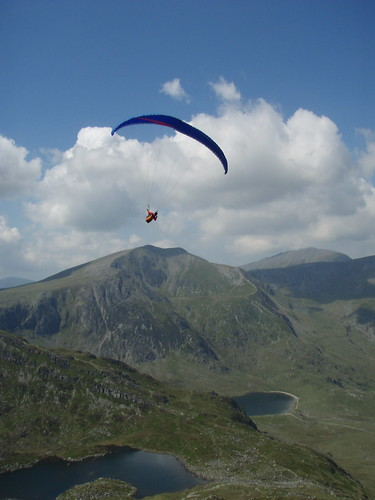 Sat, 31/05/2008 - 12:54 - Photo of unknown pilot flying the Cwm Idwal site on Saturday 31st May.  If this is you then get in touch as I have several pics of your flight, cheers Pete