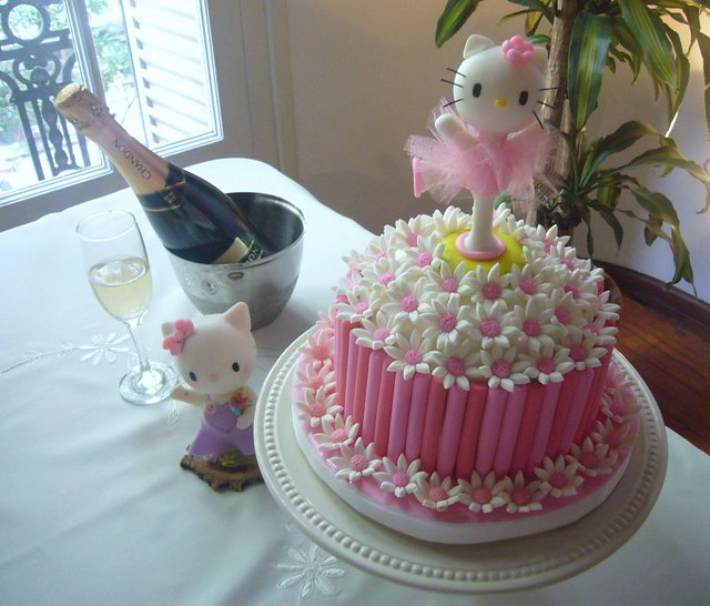 Surprising Madeleines 1St Birthday Party Hello Kitty Fondant Cake Flickr Personalised Birthday Cards Veneteletsinfo