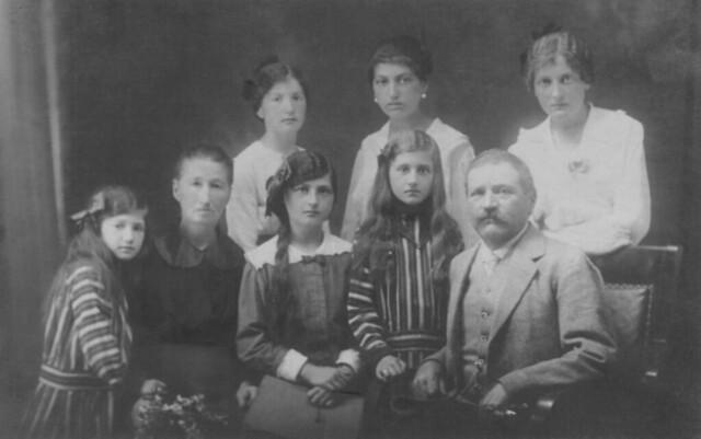 La famiglia dei bisnonni Michele e Maria