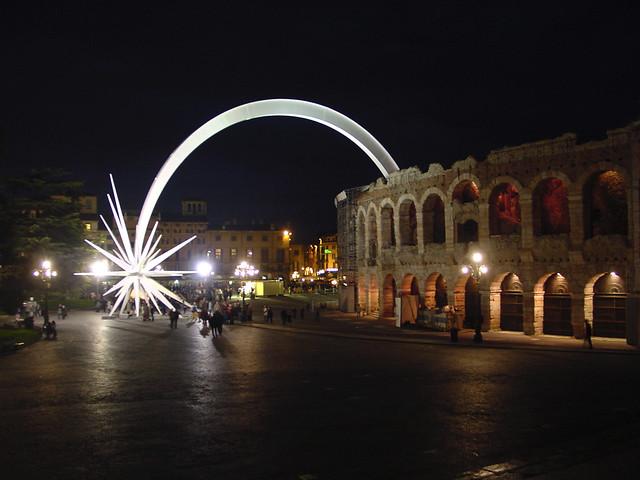 Verona Stella Di Natale.Foto Nottura Dell Arena Di Verona Con La Stella Di Natale