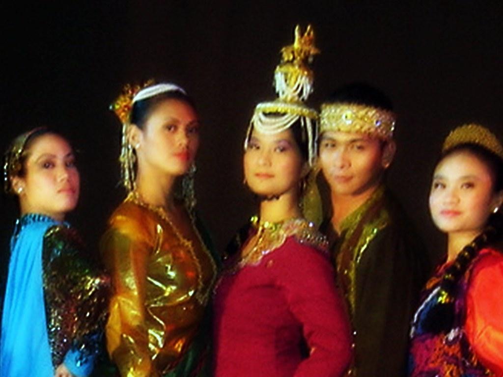 Muslim dance: Singkil | got 2 dance | Flickr