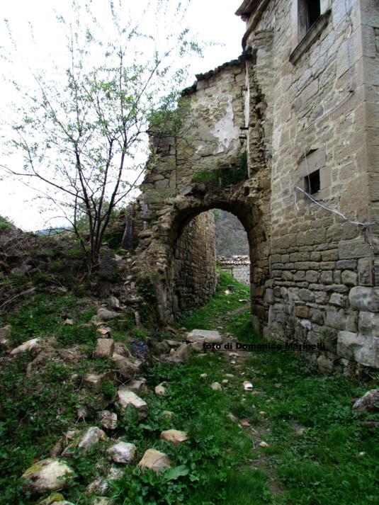 Valle Pezzata, arco in pietra -Do. Marinelli-