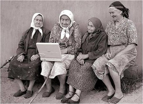 4 Old Women using a Laptop | by sumware