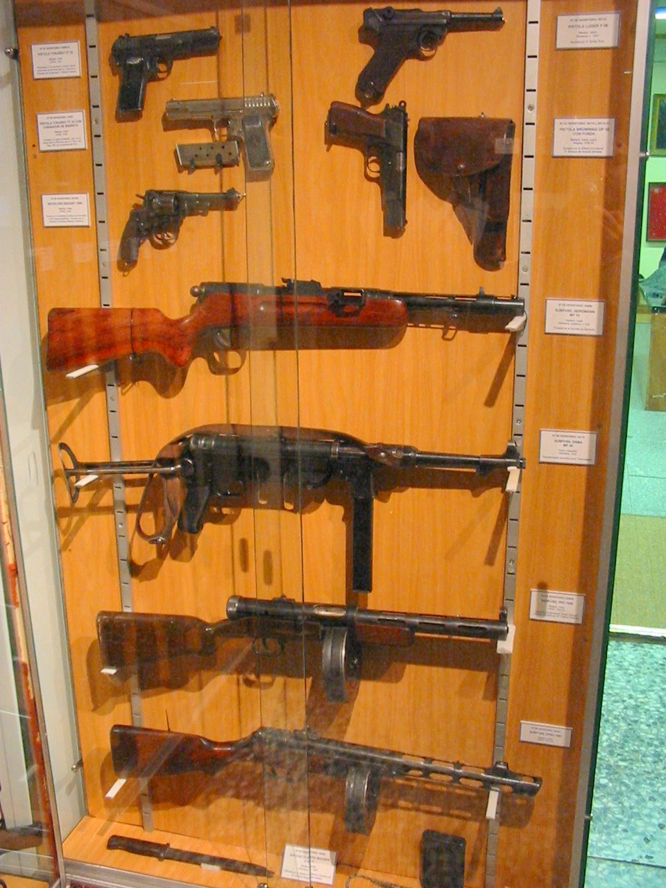 Civil war weapons at the Museo del Ejercito (2) - a photo on