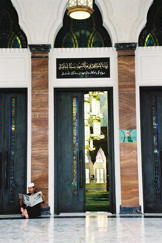 Brunei - guard at mosque