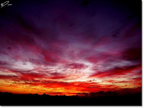 brazil sky mountain window silhouette brasil clouds sunrise landscape geotagged paisagem céu bahia nuvens salvador amanhecer montanha silhueta sacada aplusphoto geo:tool=gmif flickrlovers geo:lat=12943503 geo:lon=38477107