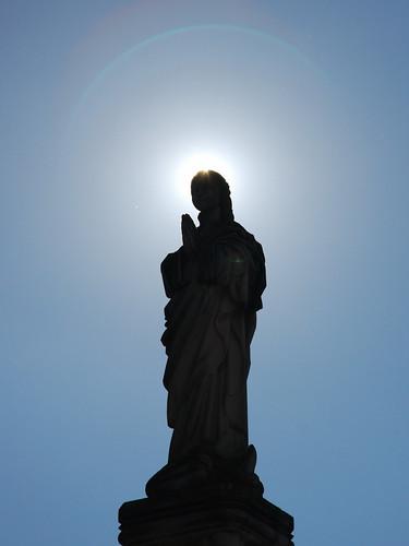 Rezo y halo de luz | by hermenpaca