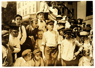 Lewis Hine: Watching the races, the newsboys' picnic, Cincinnati, Ohio, 1908