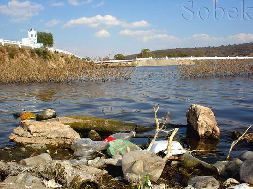 Lago contaminado