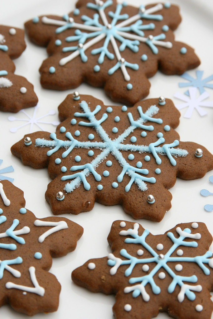 Gingerbread Snowflakes Gingerbread Cookies Decorated With Flickr