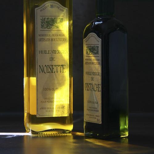 eos lumière huile grosplan détail bouteilles pistache noisette 400d cyrilbklfav cyrilbkl