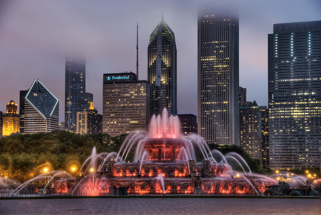Chicago S Front Doors 2 Buckingham Fountain At Night Red