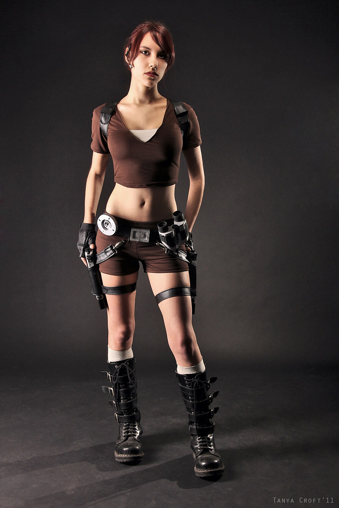 lara croft tomb raider legend cosplay